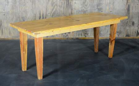 Golden Oak Vineyard Table