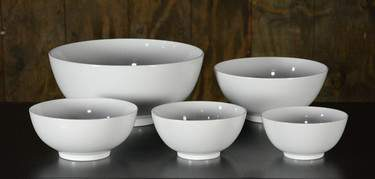 "White Ceramic Serving Bowl - 9"" Round"